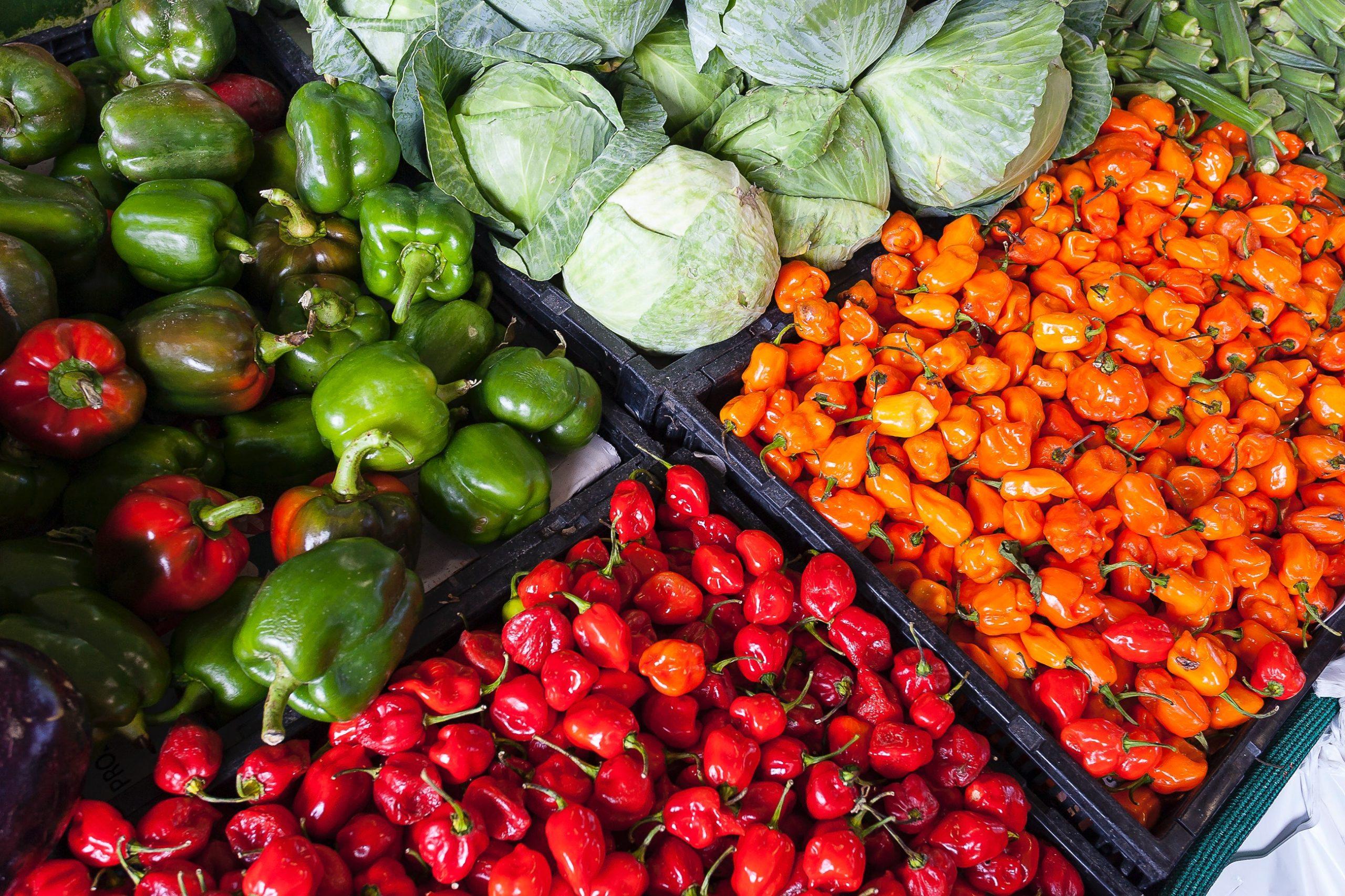 Самые опасные по содержанию пестицидов фрукты и овощи
